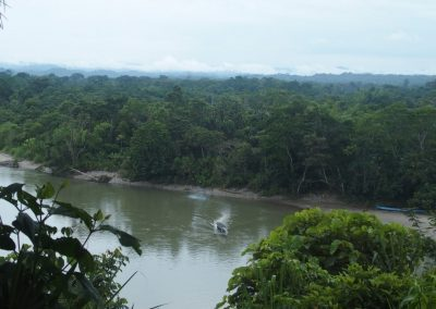 Traversée du fleuve Napo en pirogue
