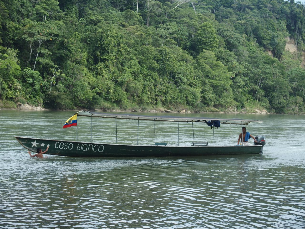 Baignade dans le Napo Amazonie Equateur