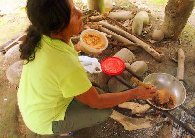 Ajout de sucre à la poudre de cacao