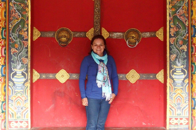 Devant un monastère 11 jours au Bhoutan