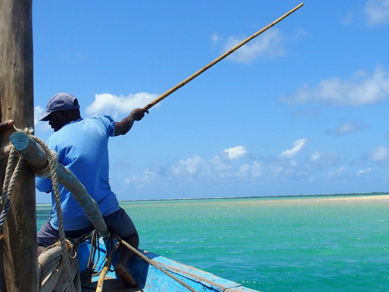 Marin à bord du dhow Ibo - Mozambique