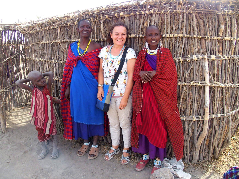 Avec femmes Massaï Tanzanie