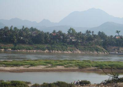 Balade dans village face Luang Prabang Laos