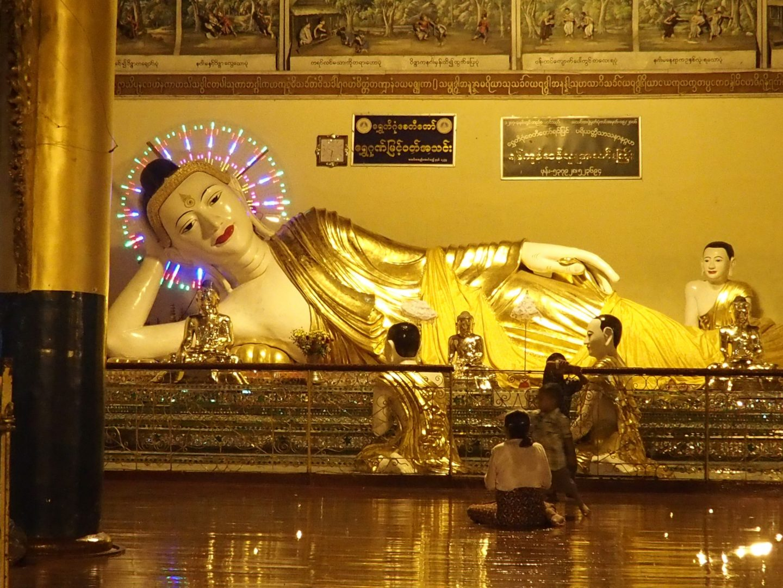 Bouddha couché pagode Shwedagon Birmanie