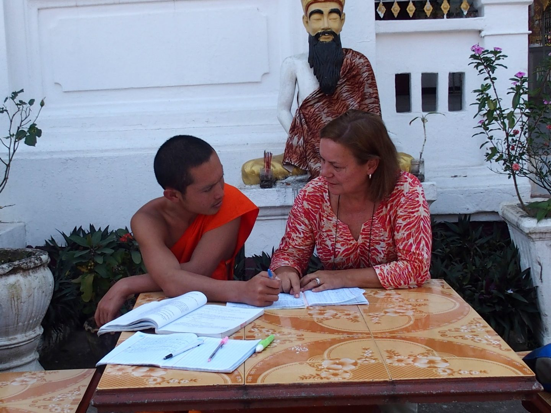 Cours de français avec moine laotien Luang Prabang Laos