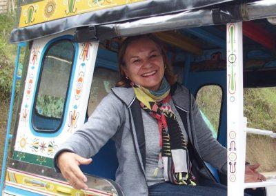 Dans un taxi-chiva à Guatape Colombie