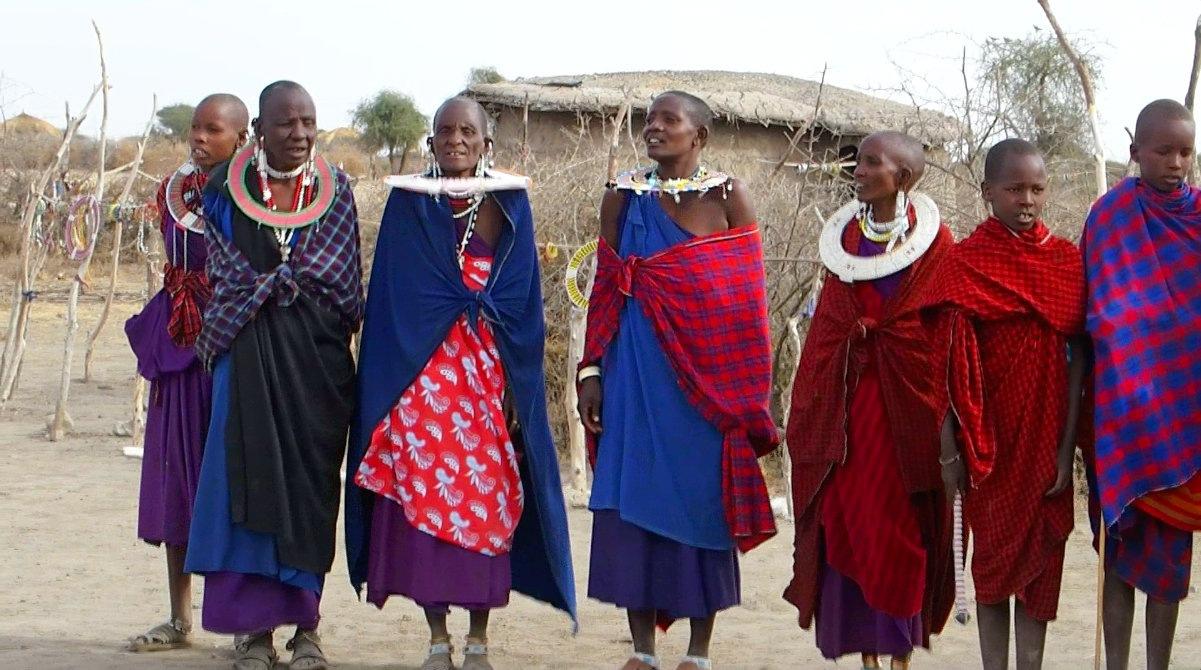 Danse colliers femmes Massaï Tanzanie