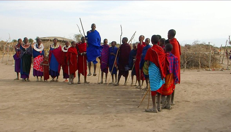 Danse en cercle Massaï Tanzanie