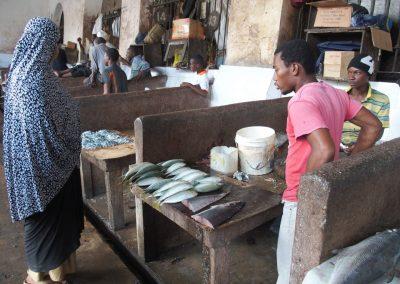 Echoppe poissons marché Stonetown Zanzibar Tanzanie