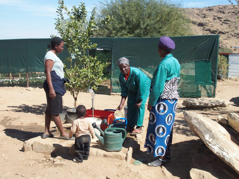 Femmes au travail dans le potager HISA Namibie