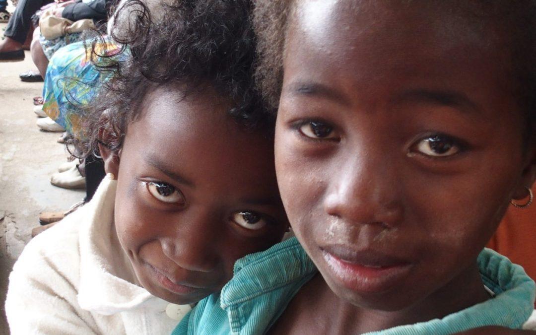 """Les """"enfants"""" de Père Pedro à Madagascar"""