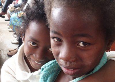 Fillettes timides Madagascar