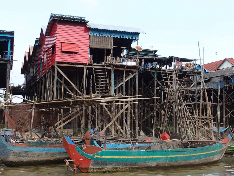 Maisons sur pilotis lac Tonle Sap Cambodge