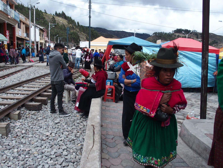 Marché sur voies de chemin de fer Guamote Equateur