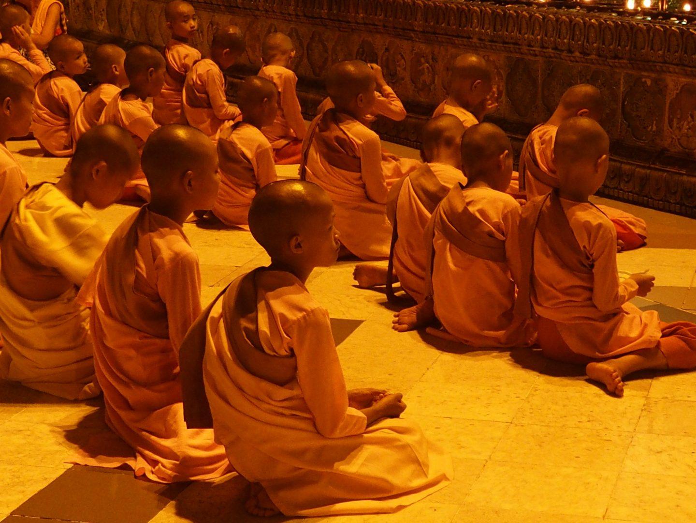 Novices Shwedagon Birmanie