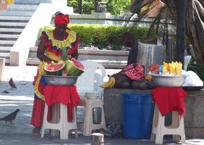 Palenquera, vendeuse de fruits Carthagène des Indes Colombie