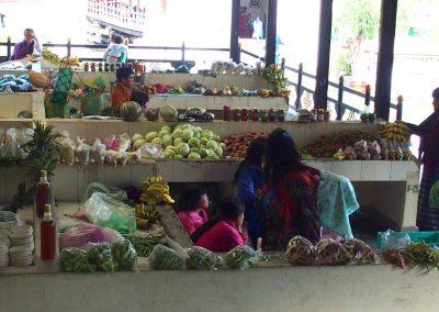 Petites vendeuses marché Timphu Bhoutan