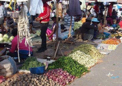 Petits étals marché Madagascar