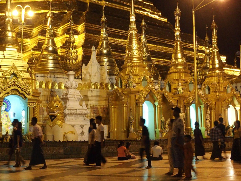 Soirée à pagode Shwedagon Birmanie