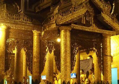 Sur parvis pagode Shwedagon Birmanie