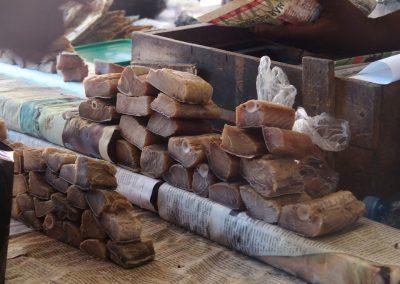 Thon fumé marché Dar es Salaam Tanzanie