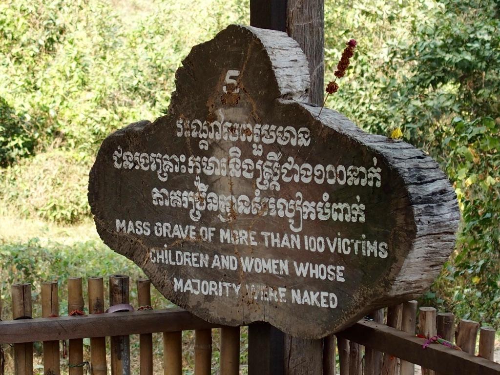 Tombe enfants musée génocide Phnom Penh Cambodge
