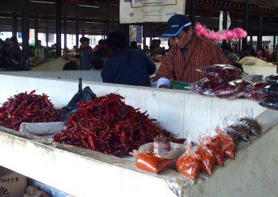 Vendeur piments marché Timphu Bhoutan