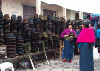Vendeuse de chapeaux Panama en feutre Equateur