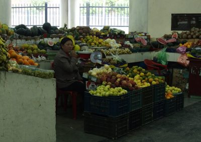 Vendeuse de fruits marché Bhoutan