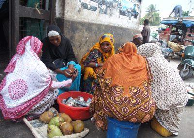 Vente poisson et noix de coco marché Stone Town Zanzibar Tanzanie