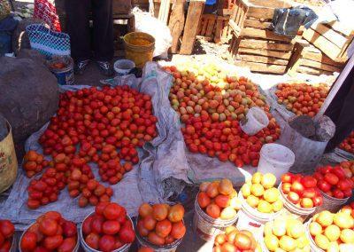 Vente tomates marché Dar es Salaam Tanzanie