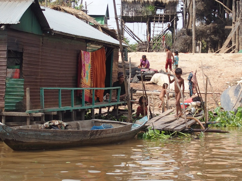 Vie quotidienne lac Tonle Sap Cambodge