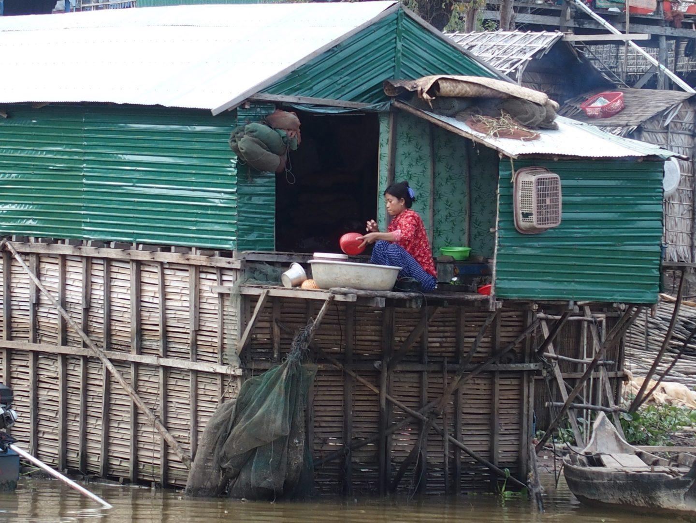 Vie quotidienne lac sur Tonle Sap Cambodge