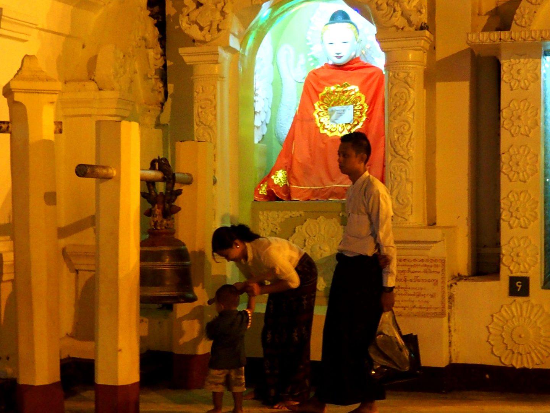 Visite en famille Shwedagon Birmanie