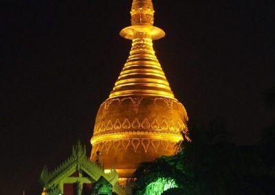 Chinthe entrée sud Shwedagon Birmanie