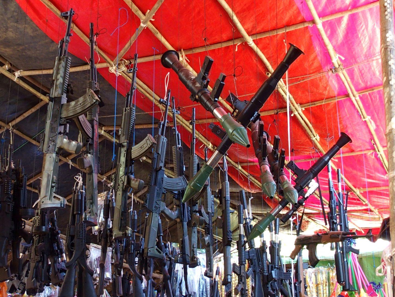 Armes-jouets marché Bagan