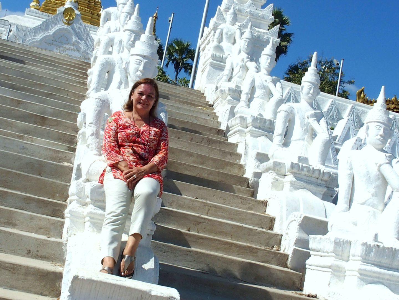 Au milieu gardes pagode Hsinbyume Mingun Birmanie