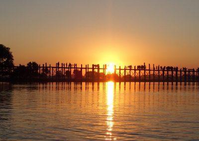 Coucher de soleil pont U Bein Amarapura Birmanie