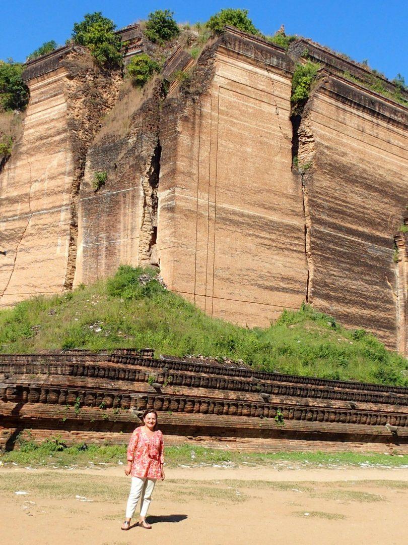 Devant pagode inachevée Mingun Birmanie