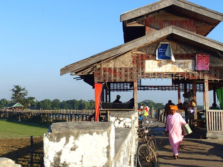 Entrée du pont U Bein Amarapura Birmanie