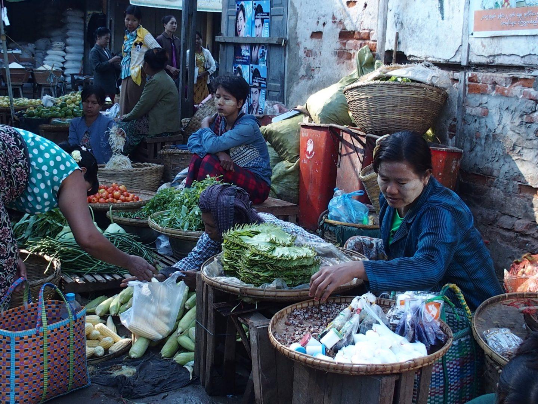 Etal légumes marché Bagan Birmanie