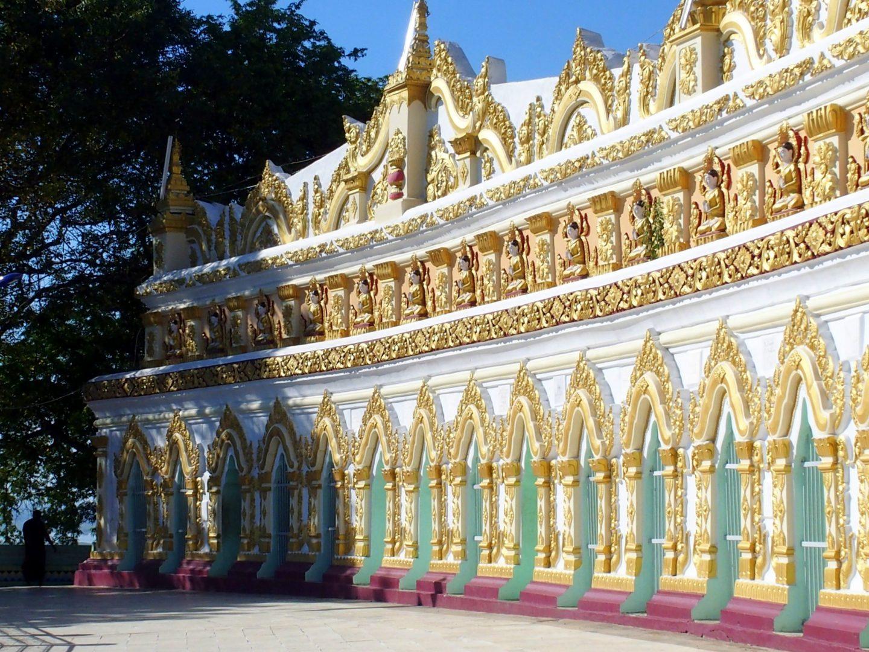 Extérieur pagode Sagaing Birmanie