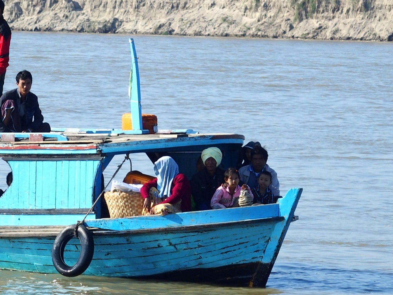 Famille sur bateau Irrawady Mingun Birmanie