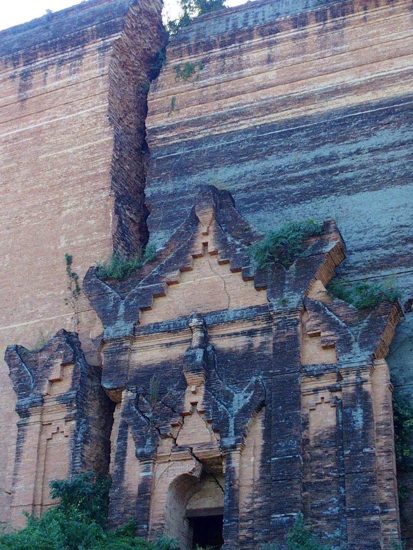 Fissure de pagode inachevée Mingun Birmanie