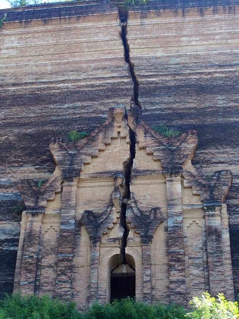 Fissure pagode inachevée Mingun Birmanie