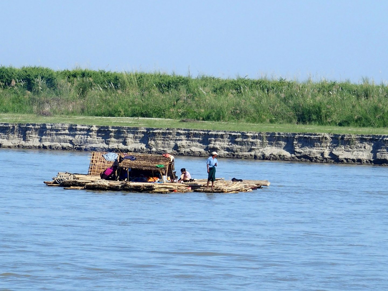 Habitation flottante Mingun Birmanie