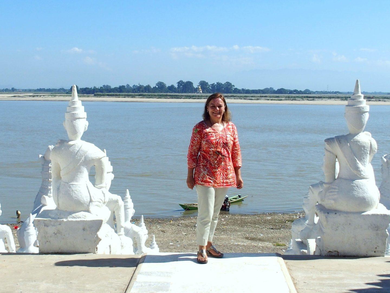 Haut escalier de pagode Hsinbyume Mingun Birmanie