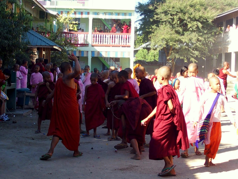 Jeu de la toupie école Mandalay