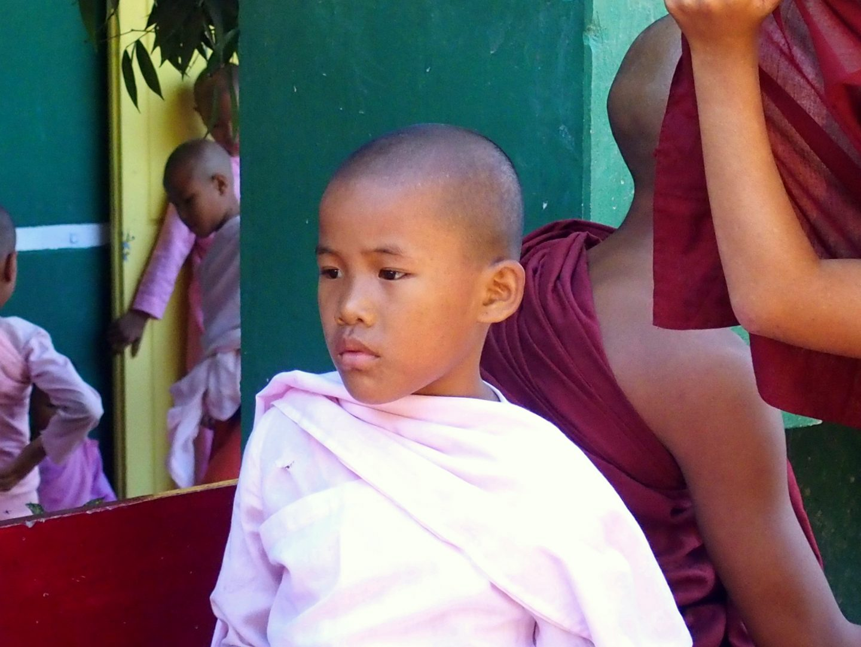 Jeune nonne de Mandalay Birmanie