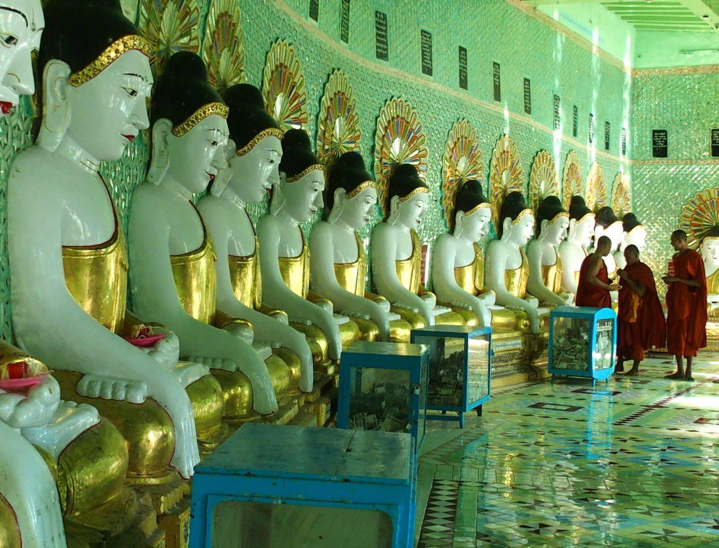 Moines pagode Sagaing Birmanie